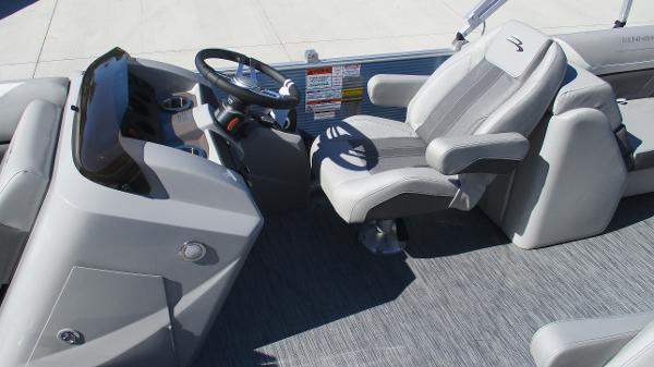 2021 Bennington boat for sale, model of the boat is 22 SSRX & Image # 11 of 54
