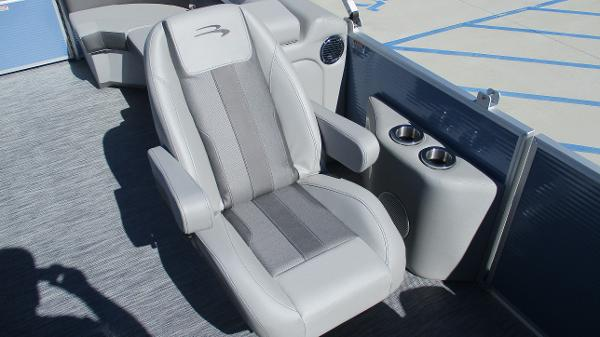 2021 Bennington boat for sale, model of the boat is 22 SSRX & Image # 12 of 54