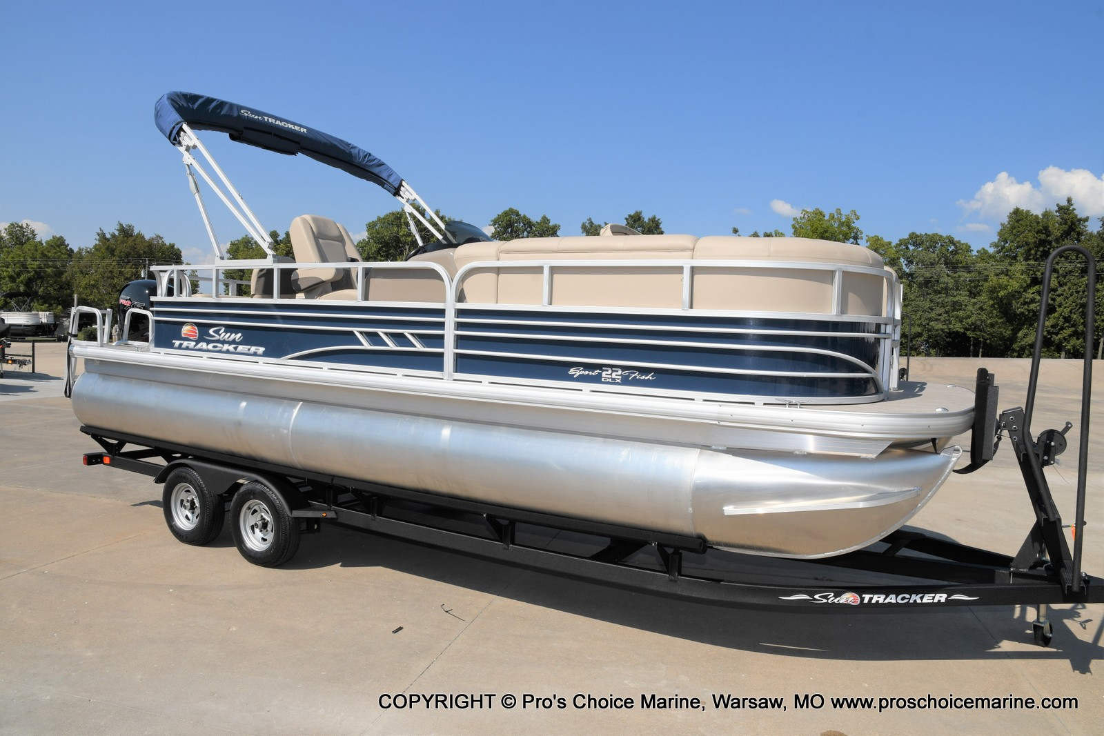 2021 Sun Tracker boat for sale, model of the boat is SPORTFISH 22 DLX w/115 Pro-XS & Image # 1 of 50
