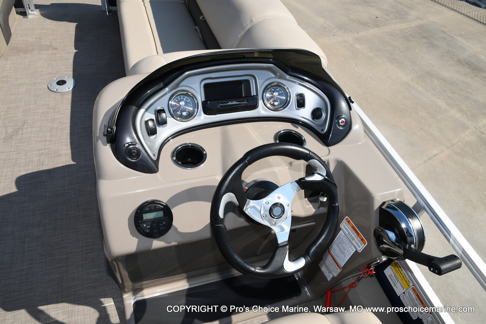 2021 Sun Tracker boat for sale, model of the boat is SPORTFISH 22 DLX w/115 Pro-XS & Image # 3 of 50