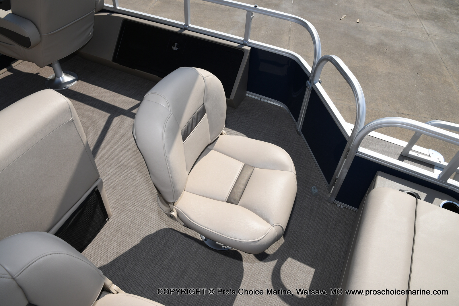 2021 Sun Tracker boat for sale, model of the boat is SPORTFISH 22 DLX w/115 Pro-XS & Image # 4 of 50