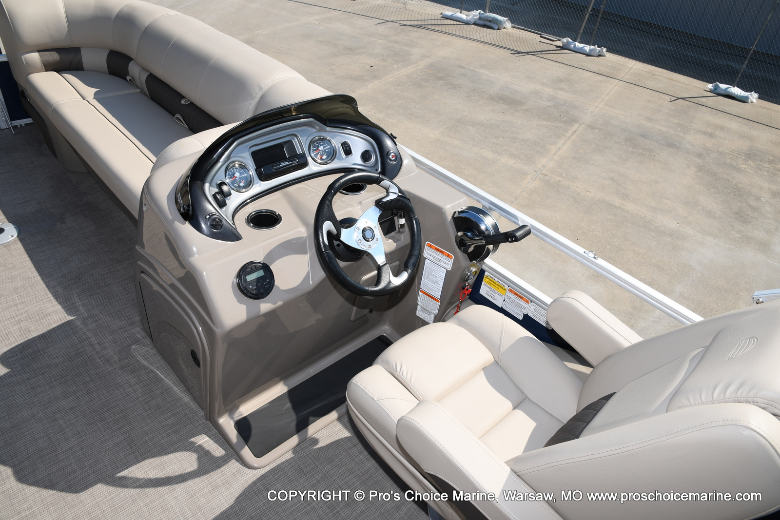2021 Sun Tracker boat for sale, model of the boat is SPORTFISH 22 DLX w/115 Pro-XS & Image # 10 of 50