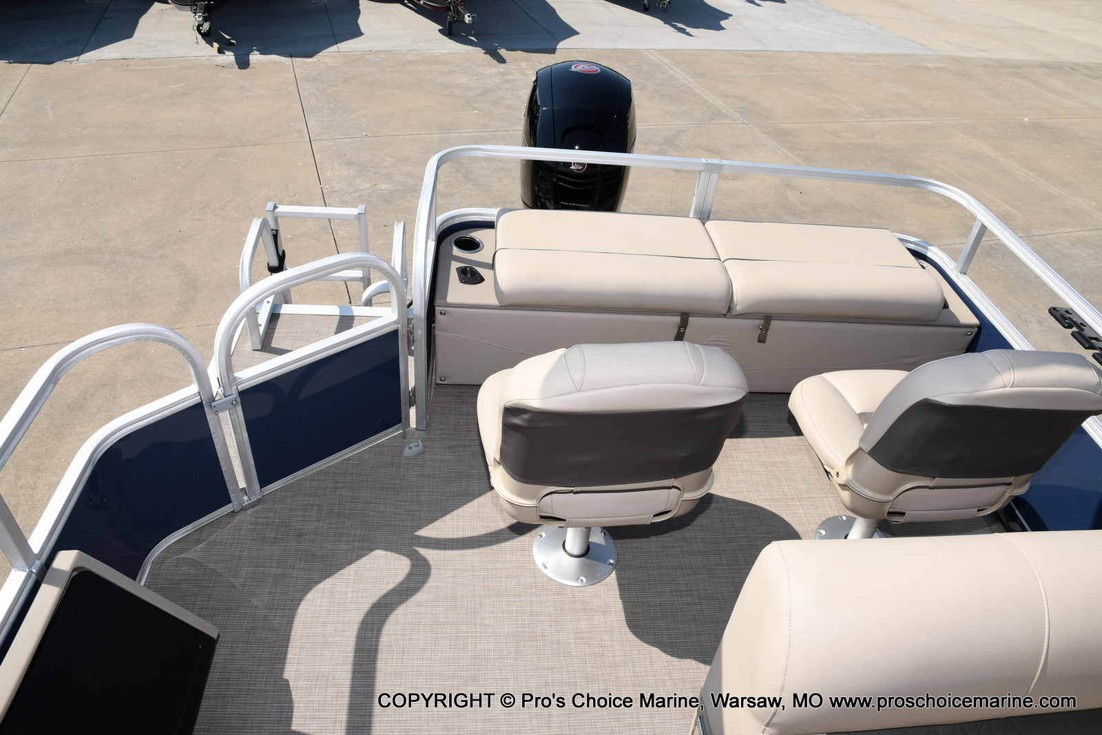 2021 Sun Tracker boat for sale, model of the boat is SPORTFISH 22 DLX w/115 Pro-XS & Image # 12 of 50