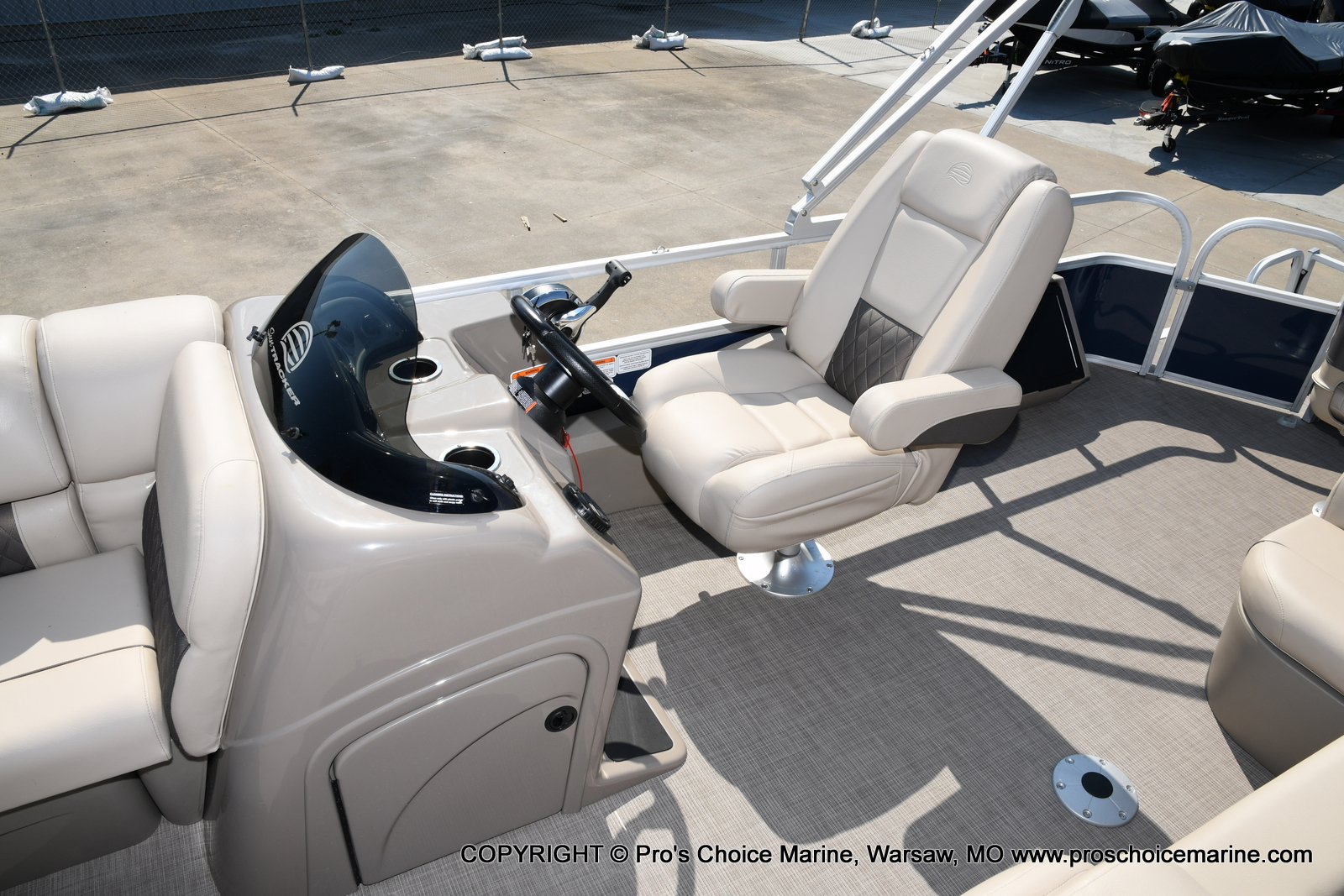 2021 Sun Tracker boat for sale, model of the boat is SPORTFISH 22 DLX w/115 Pro-XS & Image # 22 of 50