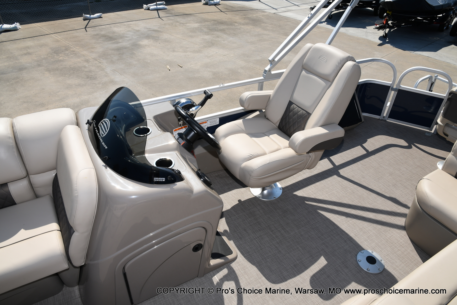 2021 Sun Tracker boat for sale, model of the boat is SPORTFISH 22 DLX w/115 Pro-XS & Image # 33 of 50