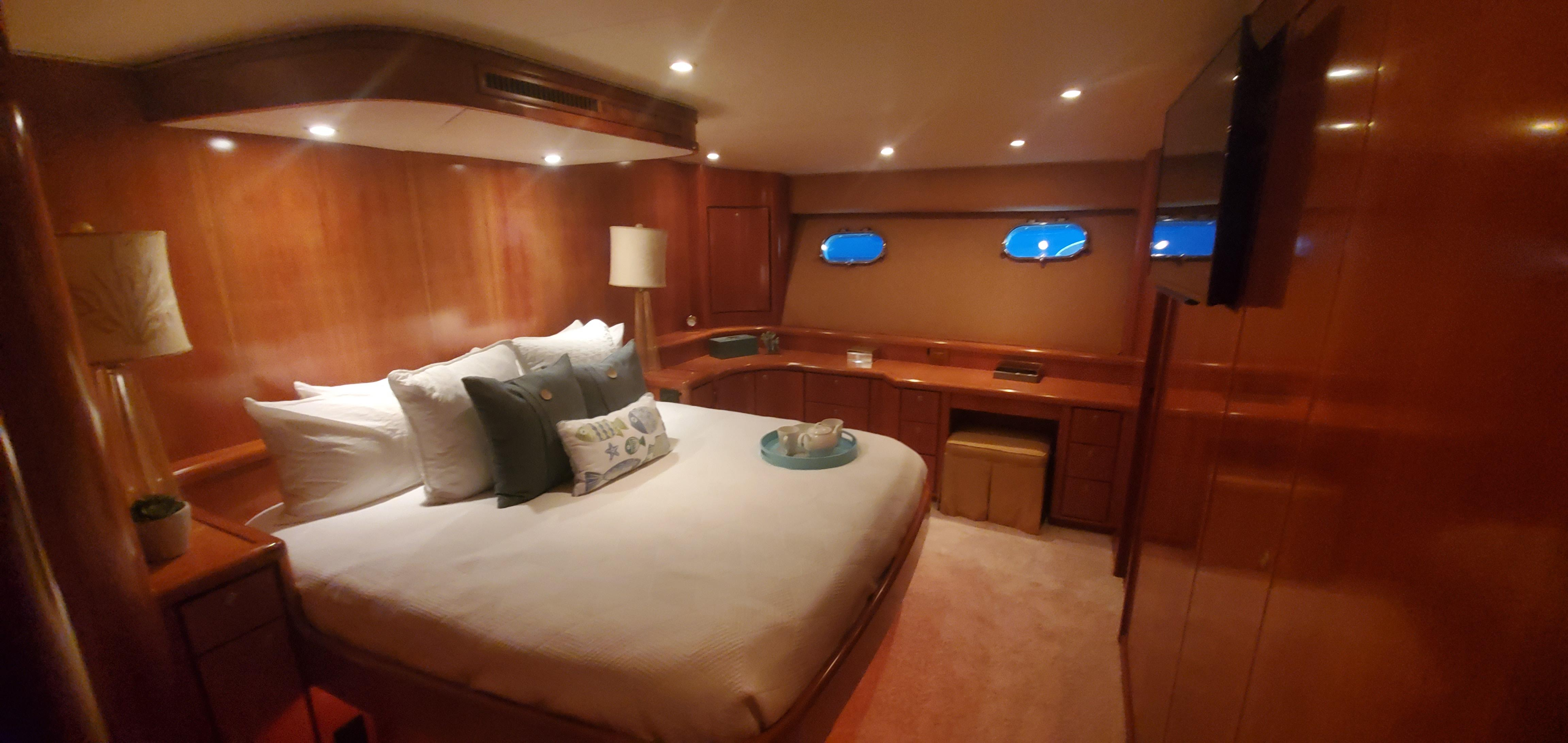 Picture Of:  80' Donzi 80 2004Yacht For Sale   4 of 13