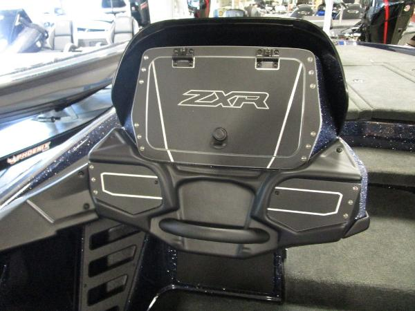 2021 Skeeter boat for sale, model of the boat is ZXR 20 & Image # 34 of 47