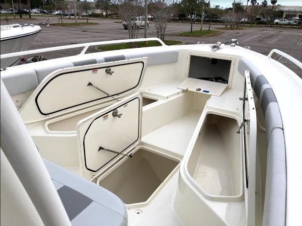 2020 Mako boat for sale, model of the boat is 284 CC & Image # 38 of 59