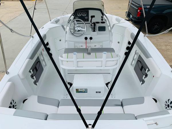 2021 Tahoe boat for sale, model of the boat is 2150 CC & Image # 9 of 54