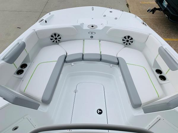 2021 Tahoe boat for sale, model of the boat is 2150 CC & Image # 11 of 54