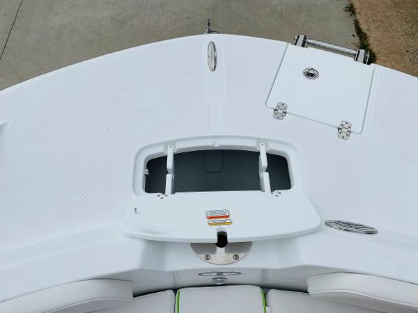 2021 Tahoe boat for sale, model of the boat is 2150 CC & Image # 13 of 54