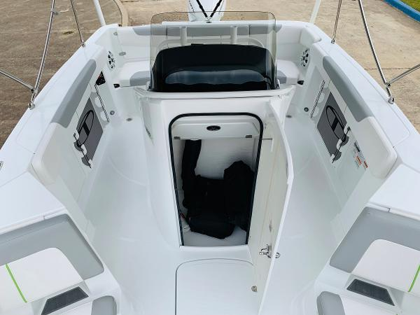 2021 Tahoe boat for sale, model of the boat is 2150 CC & Image # 22 of 54