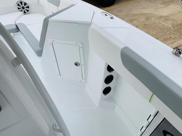 2021 Tahoe boat for sale, model of the boat is 2150 CC & Image # 27 of 54