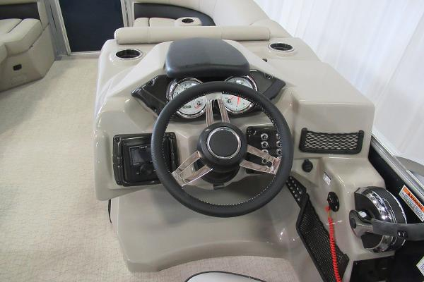 2019 Barletta boat for sale, model of the boat is E22Q & Image # 4 of 15