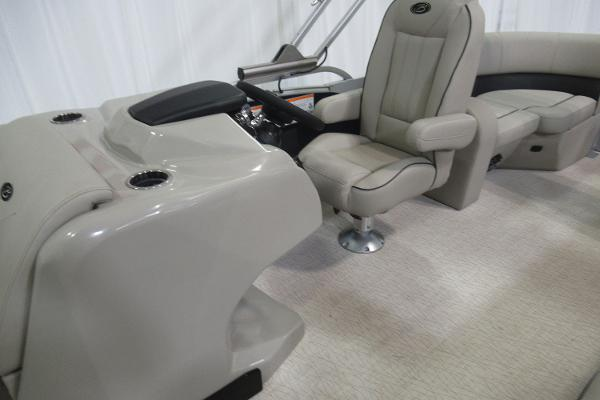 2019 Barletta boat for sale, model of the boat is E22Q & Image # 5 of 15