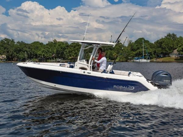 2021 Robalo boat for sale, model of the boat is R242 & Image # 5 of 6