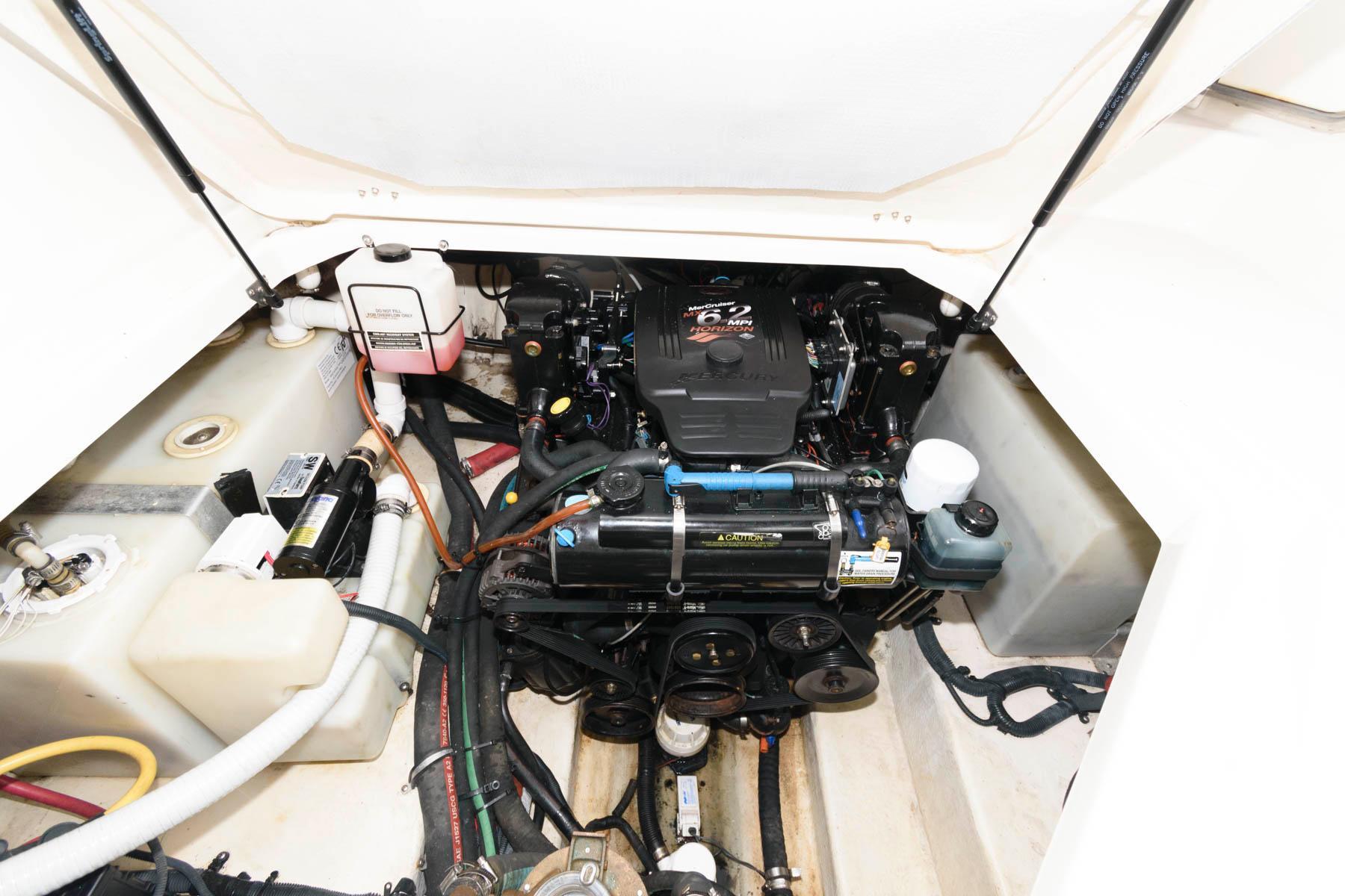 M 6259 BW Knot 10 Yacht Sales
