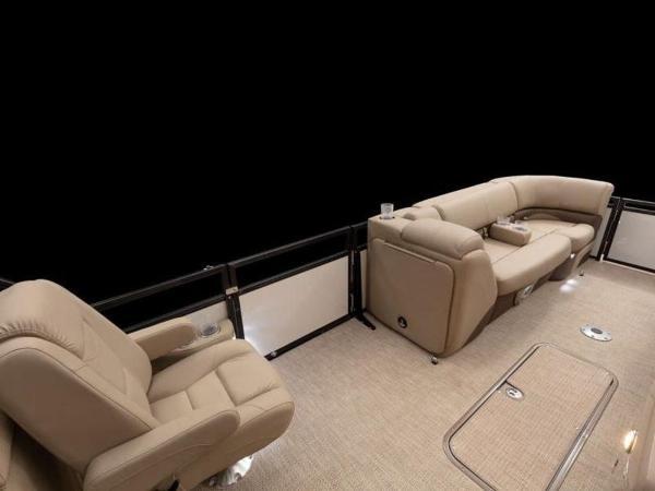 2021 Regency boat for sale, model of the boat is 230 DL3 & Image # 27 of 54