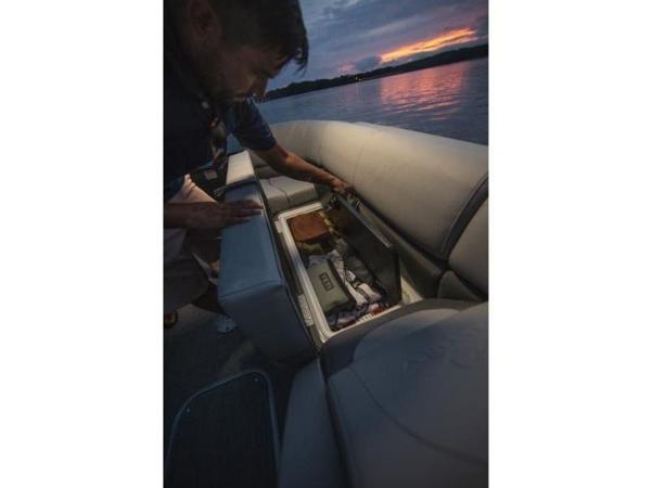 2021 Regency boat for sale, model of the boat is 230 DL3 & Image # 44 of 54