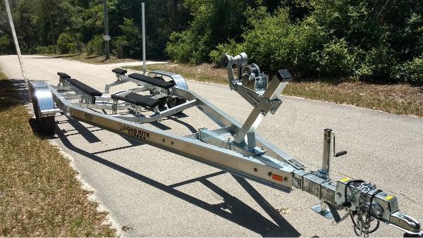 2022 LOAD RITE TRAILERS LR-ASKI22T5200102TB1 Aluminum Ski/Inboard Trailer
