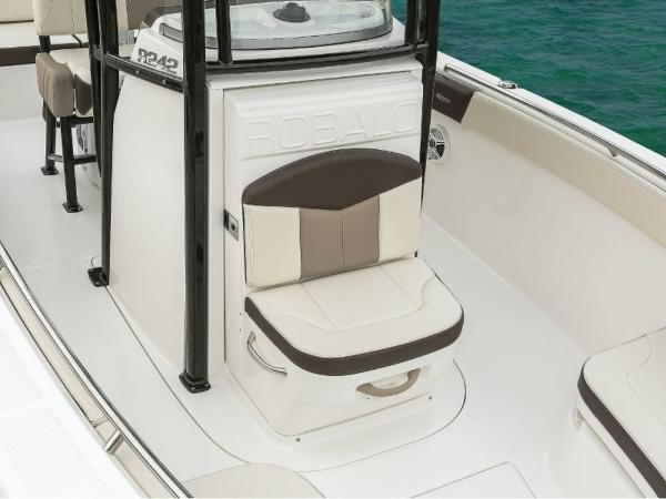 2022 Robalo boat for sale, model of the boat is R242EX & Image # 16 of 26