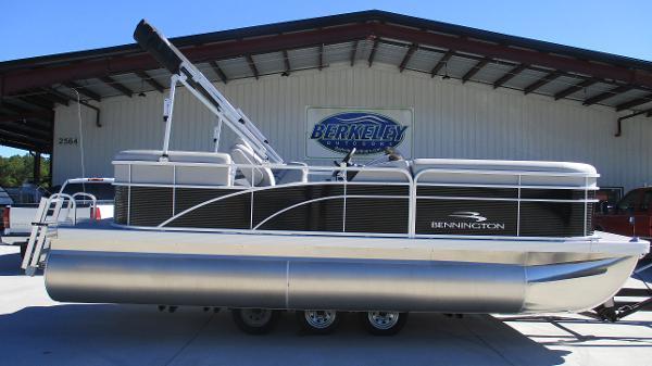 2021 Bennington boat for sale, model of the boat is 20 SVSR & Image # 3 of 43