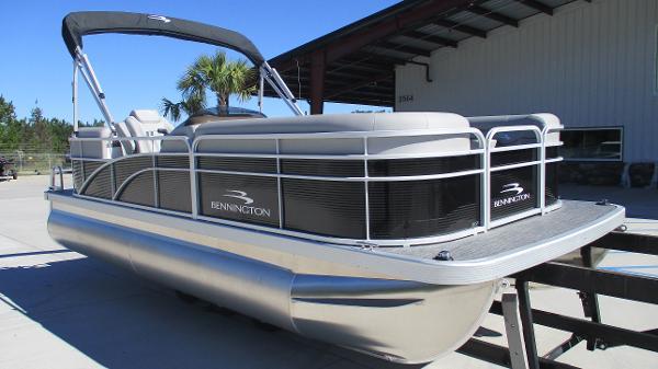 2021 Bennington boat for sale, model of the boat is 20 SVSR & Image # 1 of 43