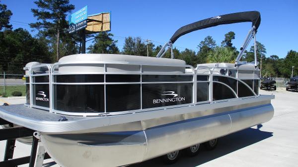2021 Bennington boat for sale, model of the boat is 20 SVSR & Image # 2 of 43