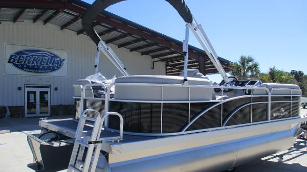 2021 Bennington boat for sale, model of the boat is 20 SVSR & Image # 5 of 43