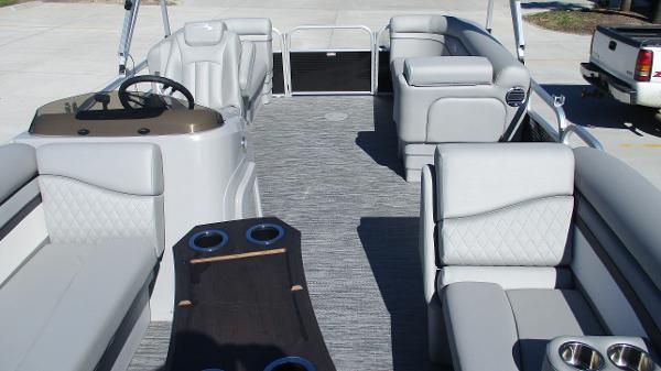 2021 Bennington boat for sale, model of the boat is 20 SVSR & Image # 10 of 43