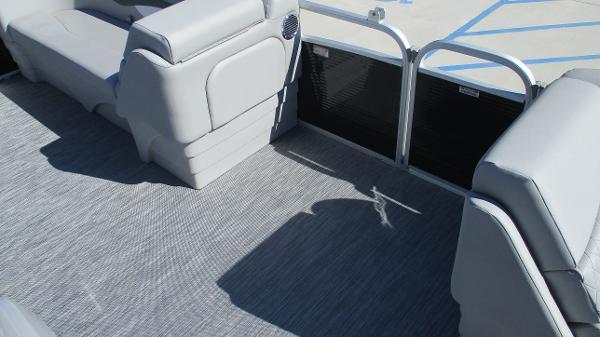 2021 Bennington boat for sale, model of the boat is 20 SVSR & Image # 13 of 43