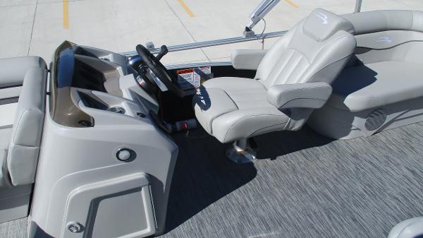 2021 Bennington boat for sale, model of the boat is 20 SVSR & Image # 14 of 43