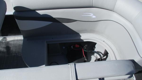 2021 Bennington boat for sale, model of the boat is 20 SVSR & Image # 18 of 43