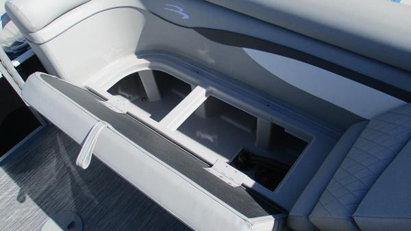2021 Bennington boat for sale, model of the boat is 20 SVSR & Image # 20 of 43