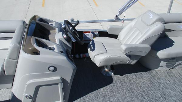 2021 Bennington boat for sale, model of the boat is 20 SVSR & Image # 23 of 43