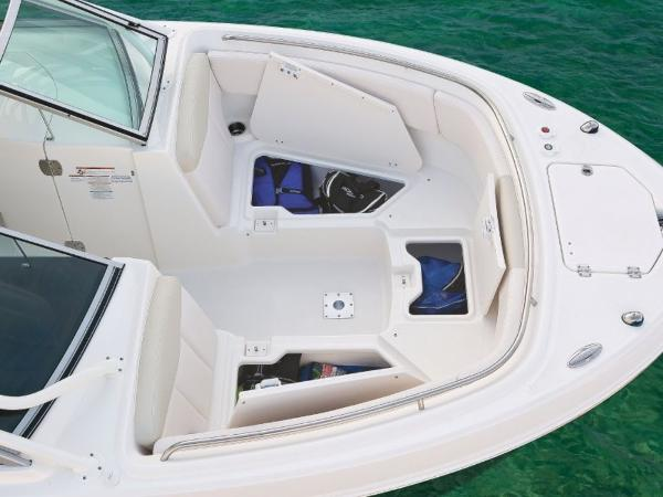 2022 Robalo boat for sale, model of the boat is R247 & Image # 13 of 28