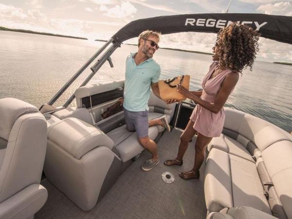 2022 Regency boat for sale, model of the boat is 230 LE3 & Image # 21 of 55