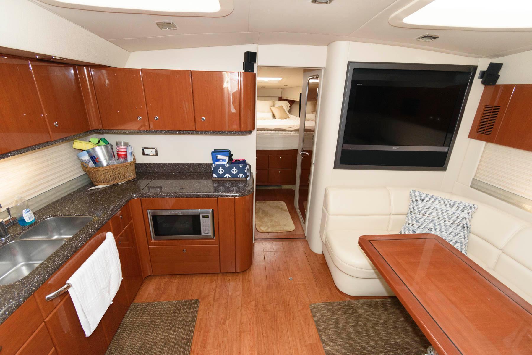 M 6413 EF Knot 10 Yacht Sales