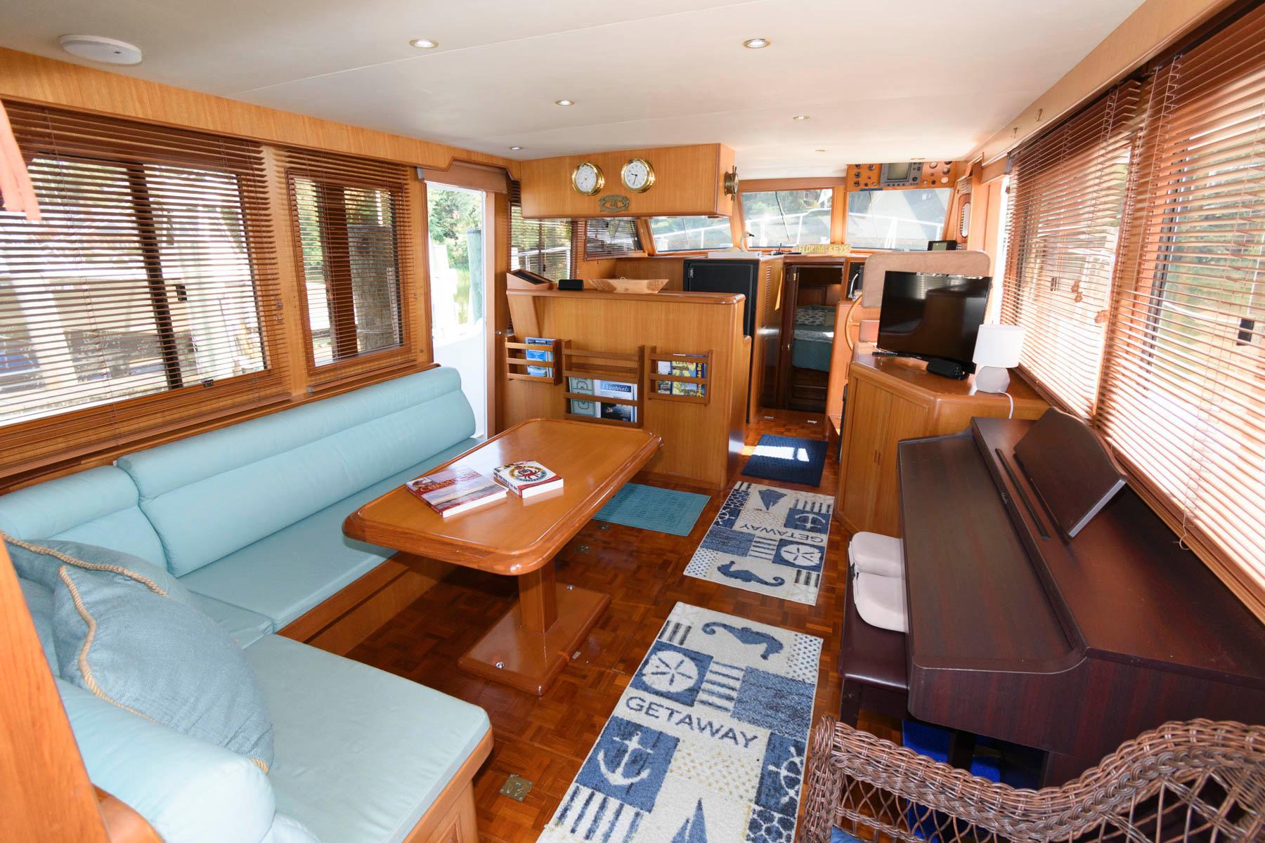 M 6331 VR Knot 10 Yacht Sales