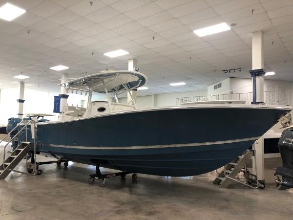 2019 REGULATOR 34 Center Console