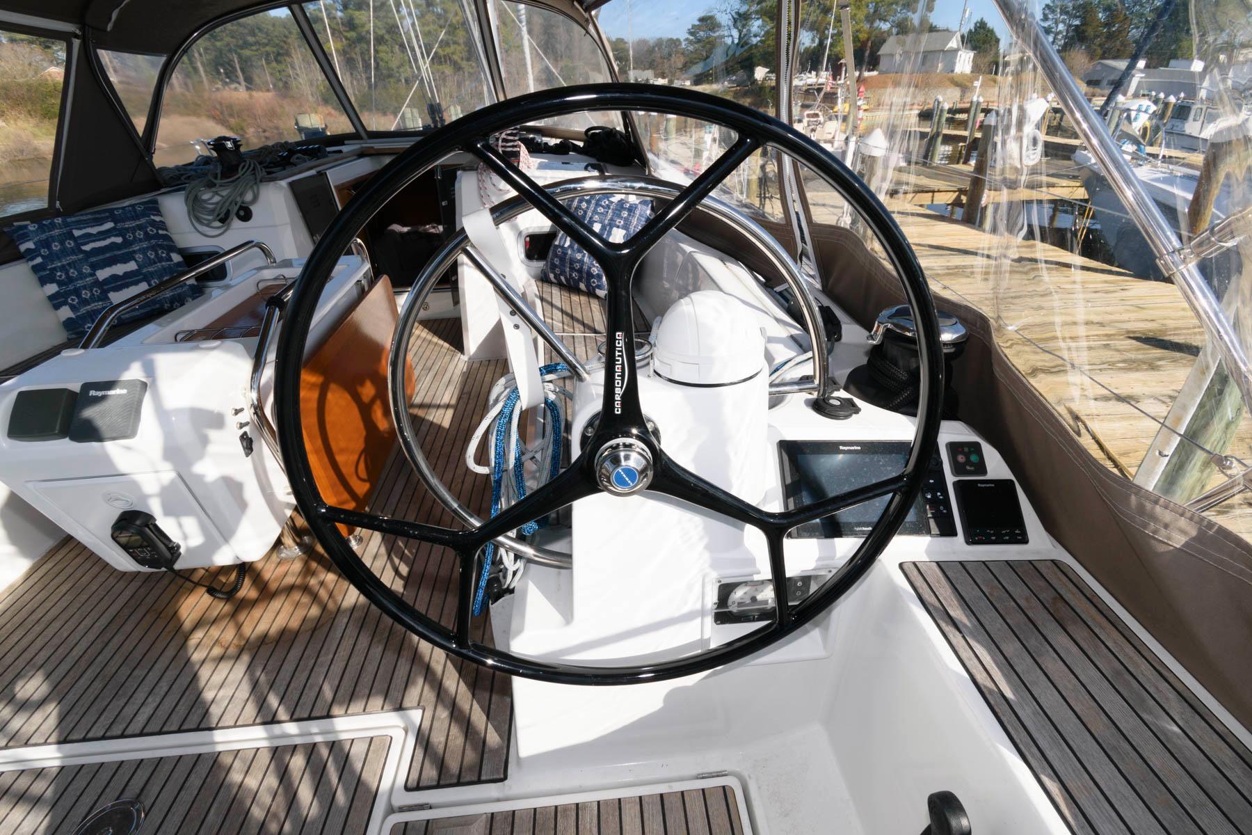 V 5882 SK Knot 10 Yacht Sales