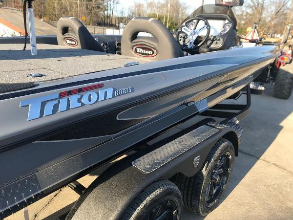 2021 Triton boat for sale, model of the boat is 19 TRX Patriot & Image # 3 of 15
