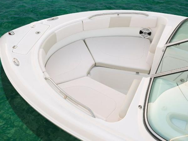 2022 Robalo boat for sale, model of the boat is R227 & Image # 13 of 20
