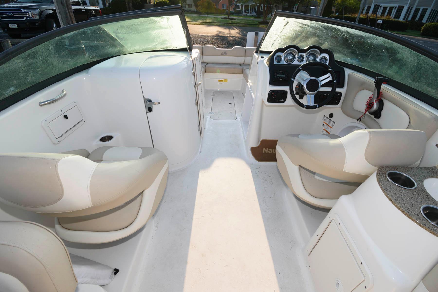 M 6457 TW Knot 10 Yacht Sales