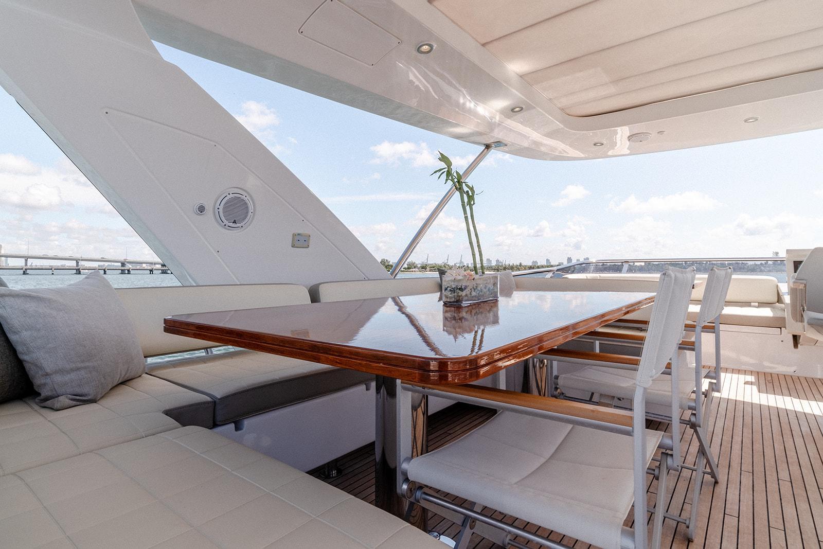Fly Bridge Mid Ship Seating Area