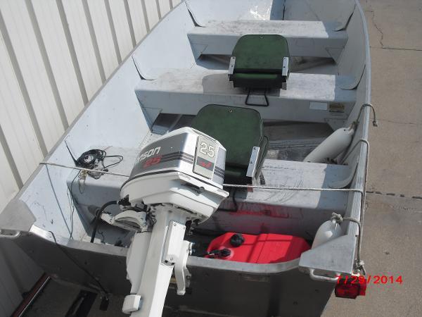 1993 Alumacraft boat for sale, model of the boat is V14 & Image # 3 of 15