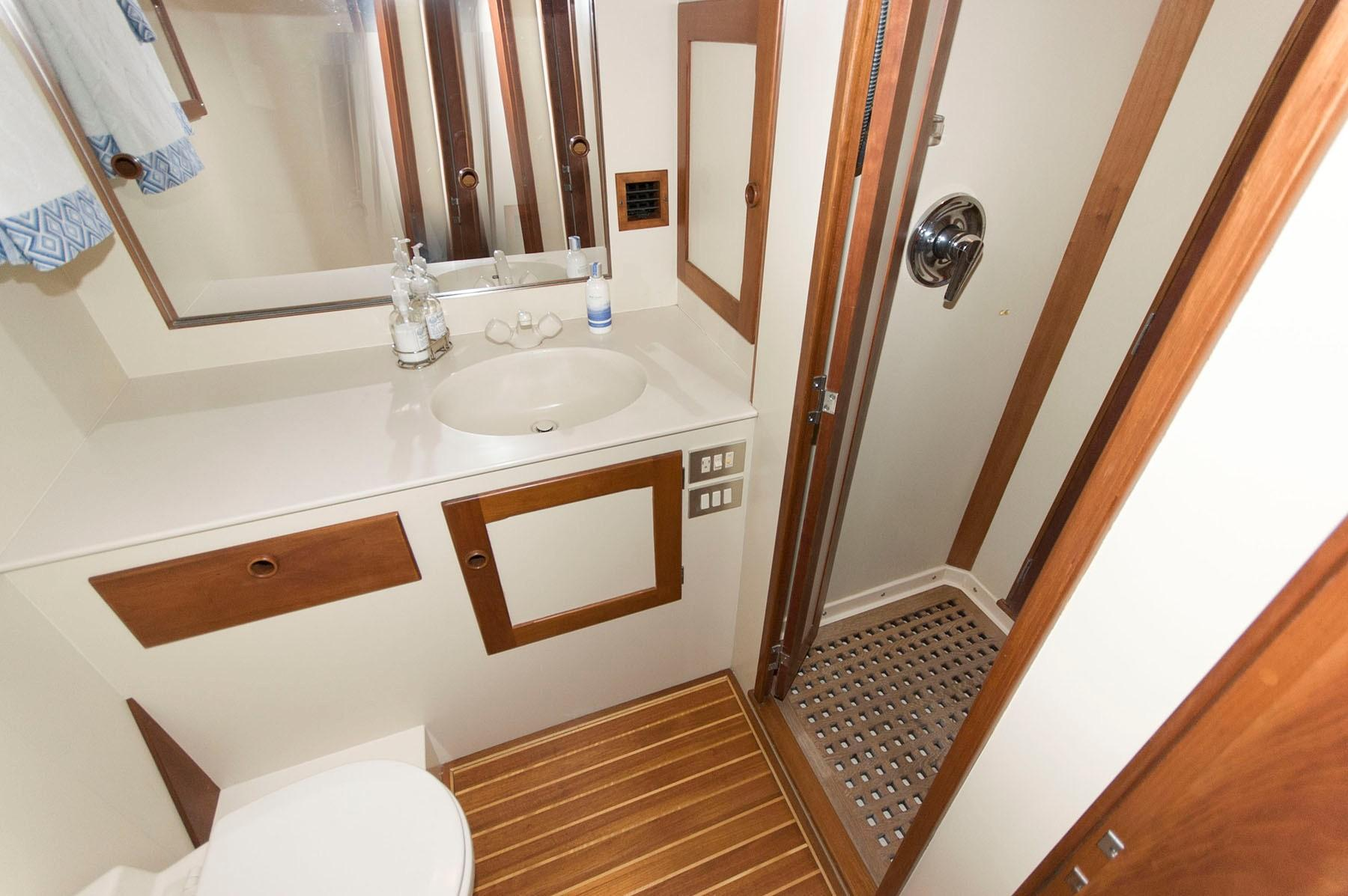 G 6085 VR Knot 10 Yacht Sales