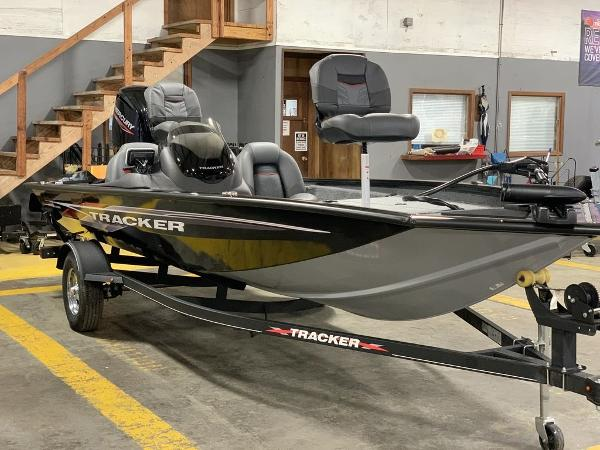 2021 Tracker Boats boat for sale, model of the boat is PT175TXW & Image # 7 of 8