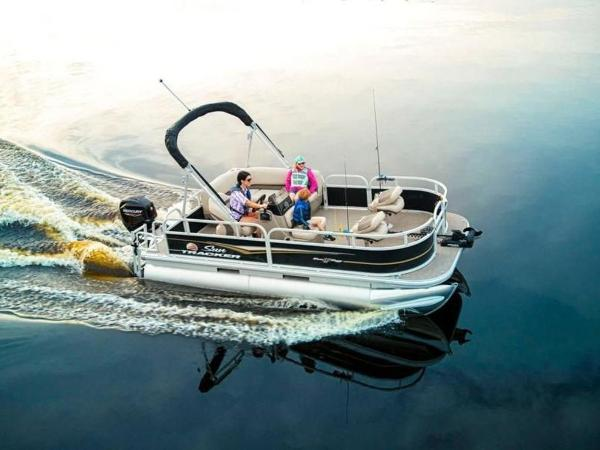 2022 Sun Tracker boat for sale, model of the boat is Bass Buggy® 16 XL Select & Image # 1 of 43