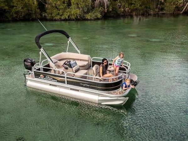 2022 Sun Tracker boat for sale, model of the boat is Bass Buggy® 16 XL Select & Image # 2 of 43
